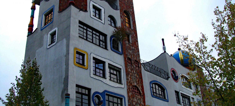 Szkoła wg projektu Hundertwassera