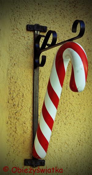 Kolorowe szwedzkie laski bożonarodzeniowe