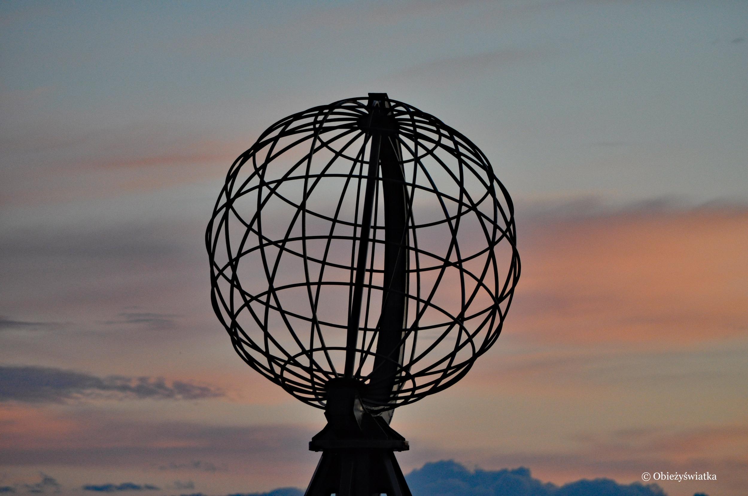 Globus i zachód słońca, Nordkapp / Przylądek Północny, Norwegia