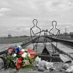 Birkenau - rzeźba symbolizująca rozdzielanie rodzin na rampie w Birkenau