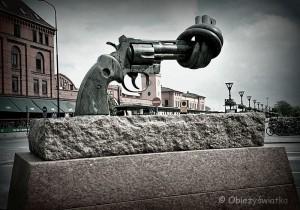 Non Violence - Rzeźba Carla Fredrika Reuterswärda w Malmö,