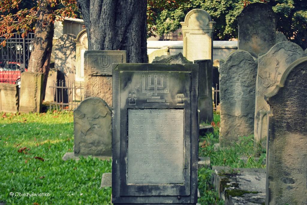 Macewy - świece, święczniki występują na grobach kobiet