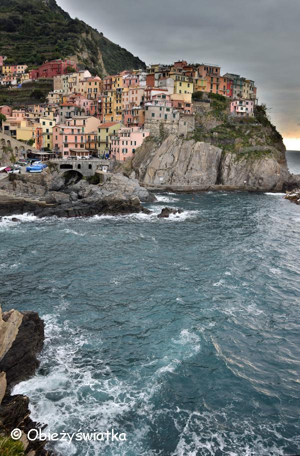 Morze, kolorowe domki i skały - Manarola, Cinque Terre