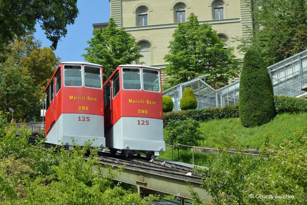 Charakterystyczne wagoniki Marzilibahn w Bernie