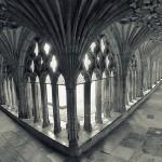 W krużgankach katedry Canterbury