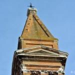 Krzywa Campanilla kościoła św. Marcina na wyspie Burano