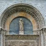 Piza - Baptysterium, portal nad wejściem