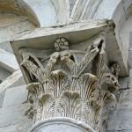 Głowica kolumny Krzywej Wieży w Pizie