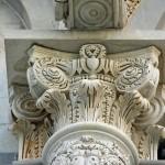 Głowica jednej z kolumn w katedrze w Pizie