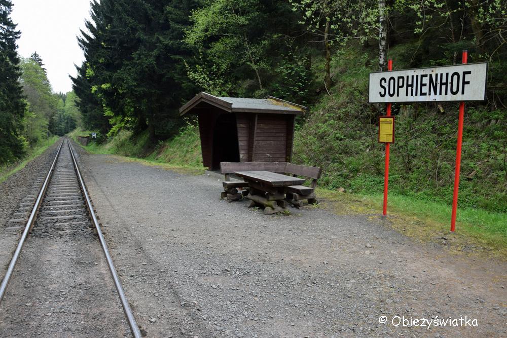 Maleńkie stacyjki na szlaku w górach Harzu
