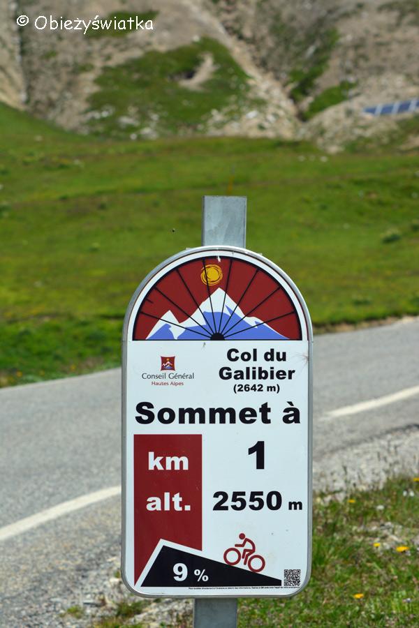 Można i rowerem, tak jak kolarze Tour de France - Col du Galibier - 2642 m n.p.m., Alpy, Francja