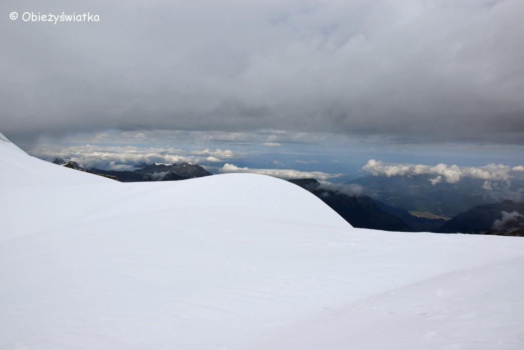 Śnieg, góry i chmury - Przełęcz Jungfraujoch 3471 m n.p.m.