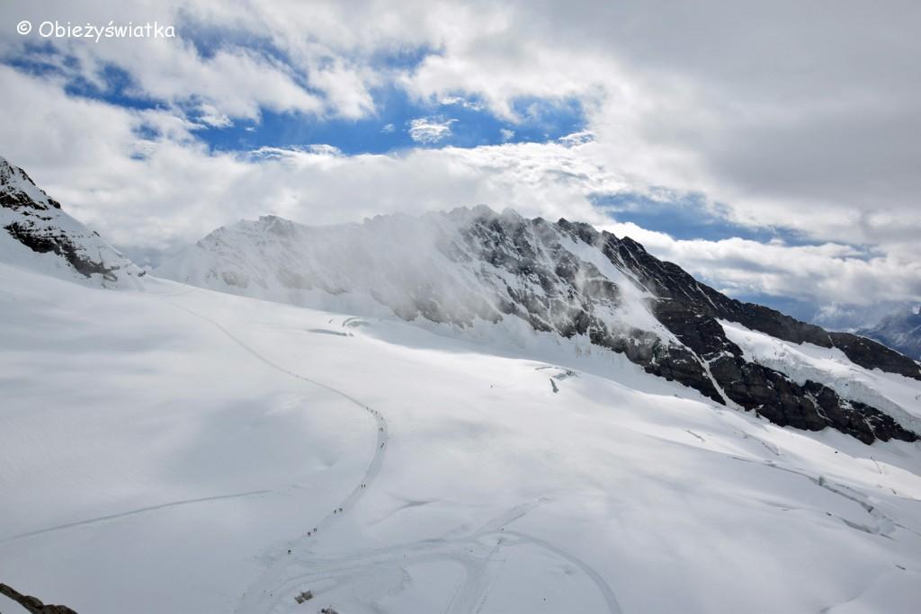 Widok z Przełęczy Jungfraujoch na wysokości 3471 m n.p.m. - Szlak do Mönchsjochhütte
