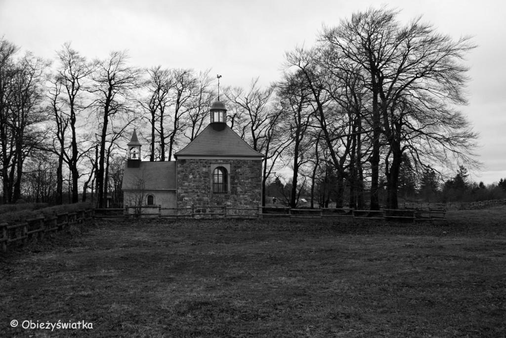 Kapliczka Fischbach w Baraque Michel, Hautes Fagnes/Hohes Venn - belgijski park krajobrazowy
