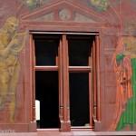 Jedno z okien ratuszu w Bazylei, Szwajcaria