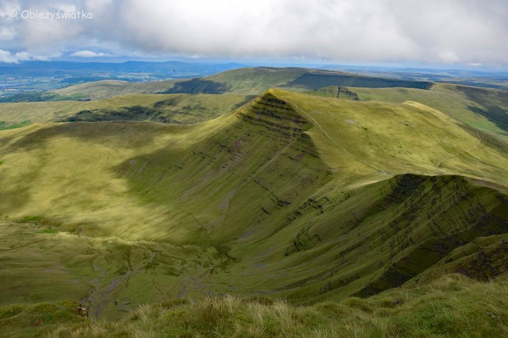 Zielone miękkie góry - Panorama ze szczytu Pen Y Fan, Brecon Beacons, Walia