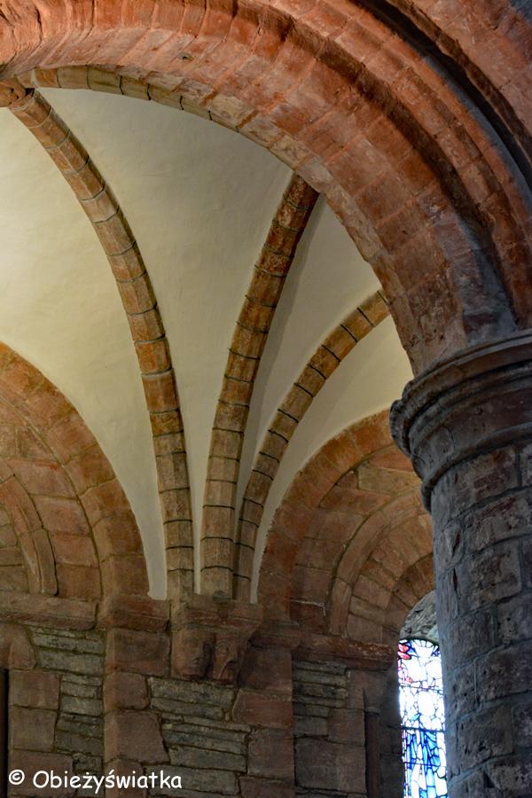 Sklepienia i łuki w Katedrze św. Magnusa w Kirkwall, Orkady, Szkocja