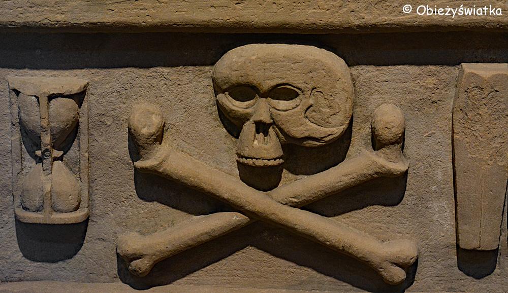 Memento mori - jeden z nagrobków w Katedrze św. Magnusa w Kirkwall, Orkady, Szkocja