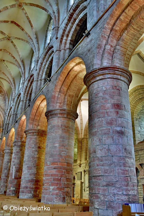 Kolumny normańskie raz jeszcze - Katedra św. Magnusa w Kirkwall, Orkady, Szkocja