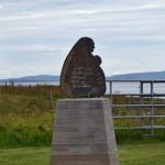 Pomnik ku czci tych, którzy zginęli przy budowie Barier Churchilla, Orkady, Szkocja