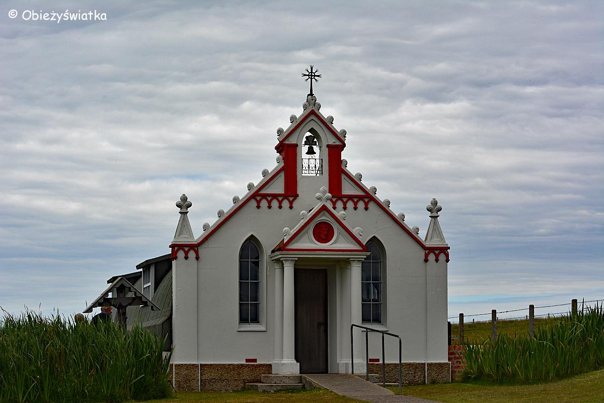 Frontowa fasada Włoskiej Kaplicy/Italian Chapel na Orkadach