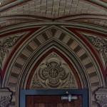 Wnętrze Włoskiej Kaplicy/Italian Chapel na Orkadach - widok na drzwi wejściowe