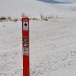 Oznakowanie na szlaku w White Sands National Monument, USA