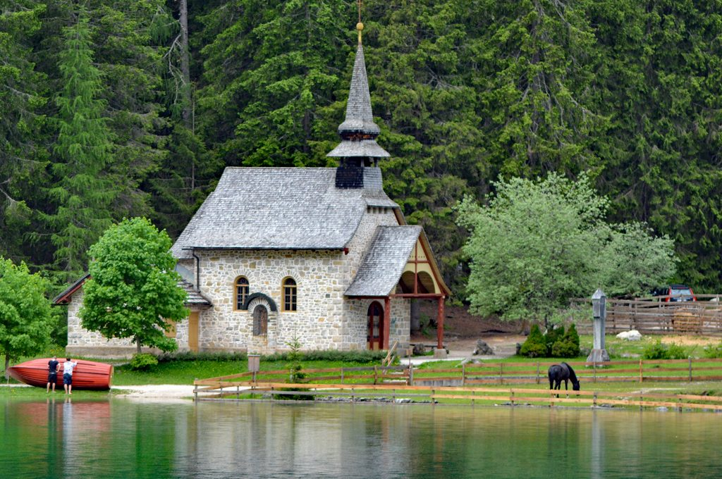 Kapliczka nad Pragser Wildsee