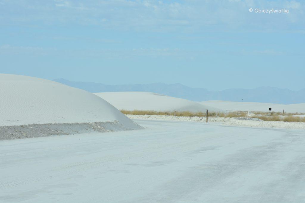 Przejazd przez wydmy, White Sands National Monument, USA
