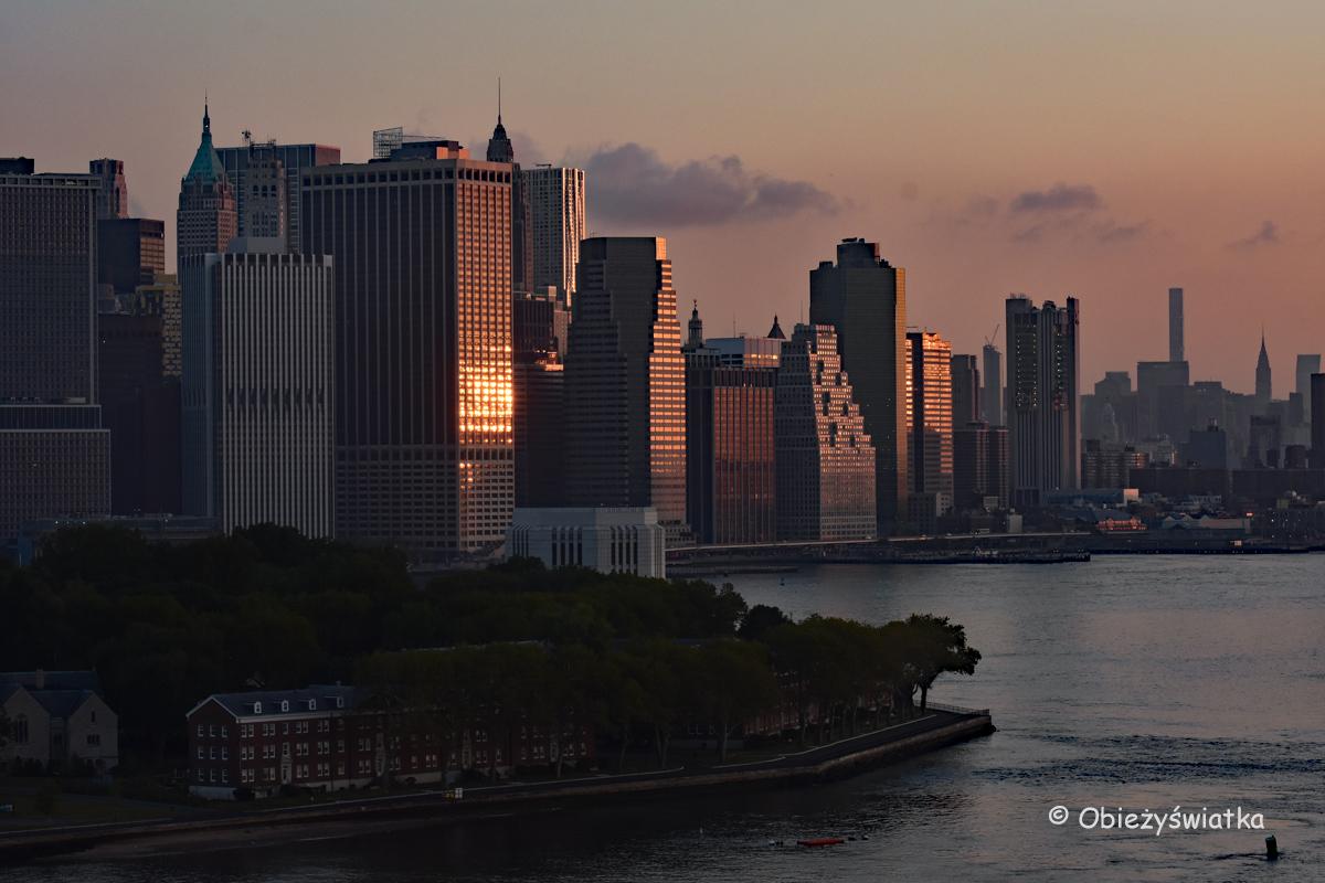 Manhattan o wschodzie słońca, Nowy Jork, USA