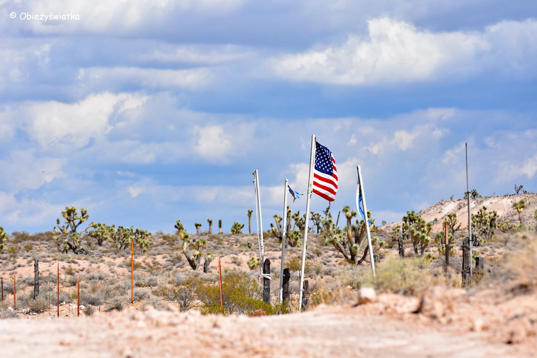Amerykańska flaga na trójstyku Nevada-Utah-Arizona