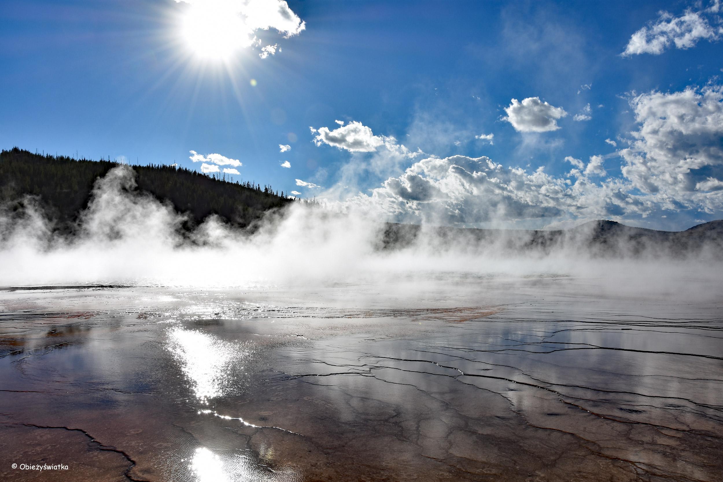 Gorące źródło - Grand Prismatic Spring w Parku Narodowym Yellowstone