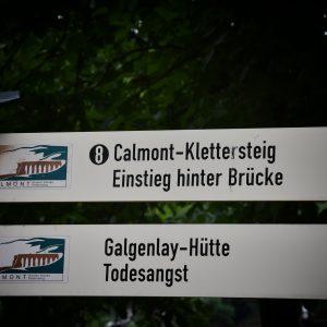 Szyldy na szlaku Calmont