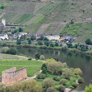 Bremm i ruiny klasztoru Stuben