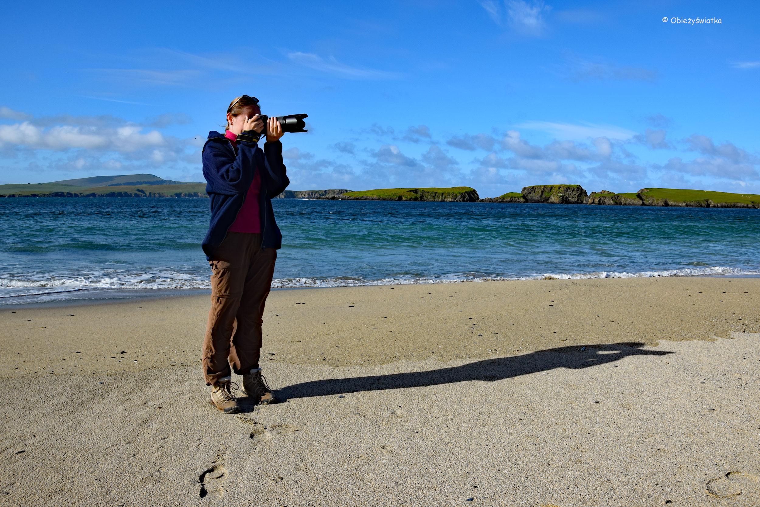 Obieżyświatka, tombolo i wyspa św. Niniana, Wyspy Szetlandzkie, Szkocja