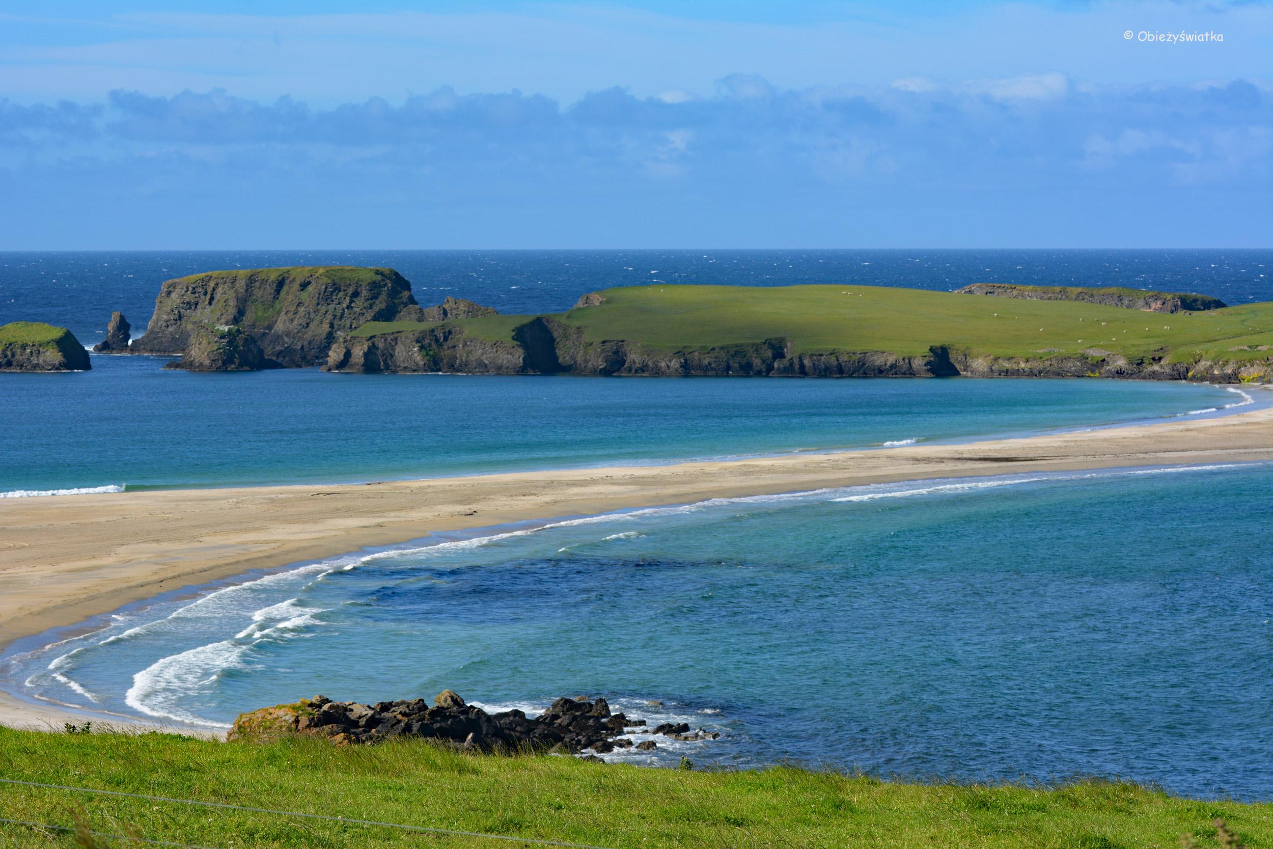 Tombolo i niezamieszkała St Ninian's Isle, Wyspy Szetlandzkie