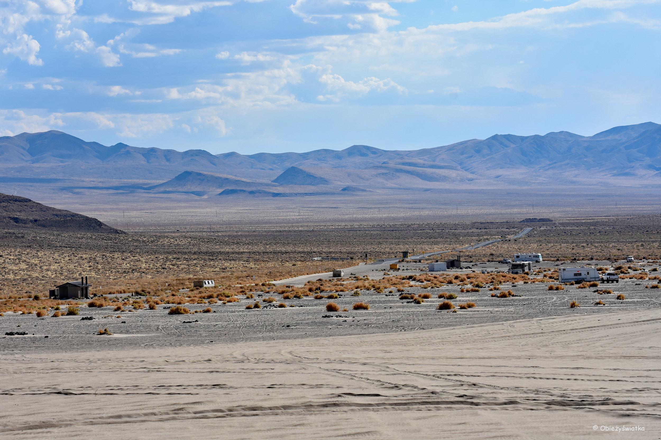 Kemping, wydmy i highway 50, Nevada