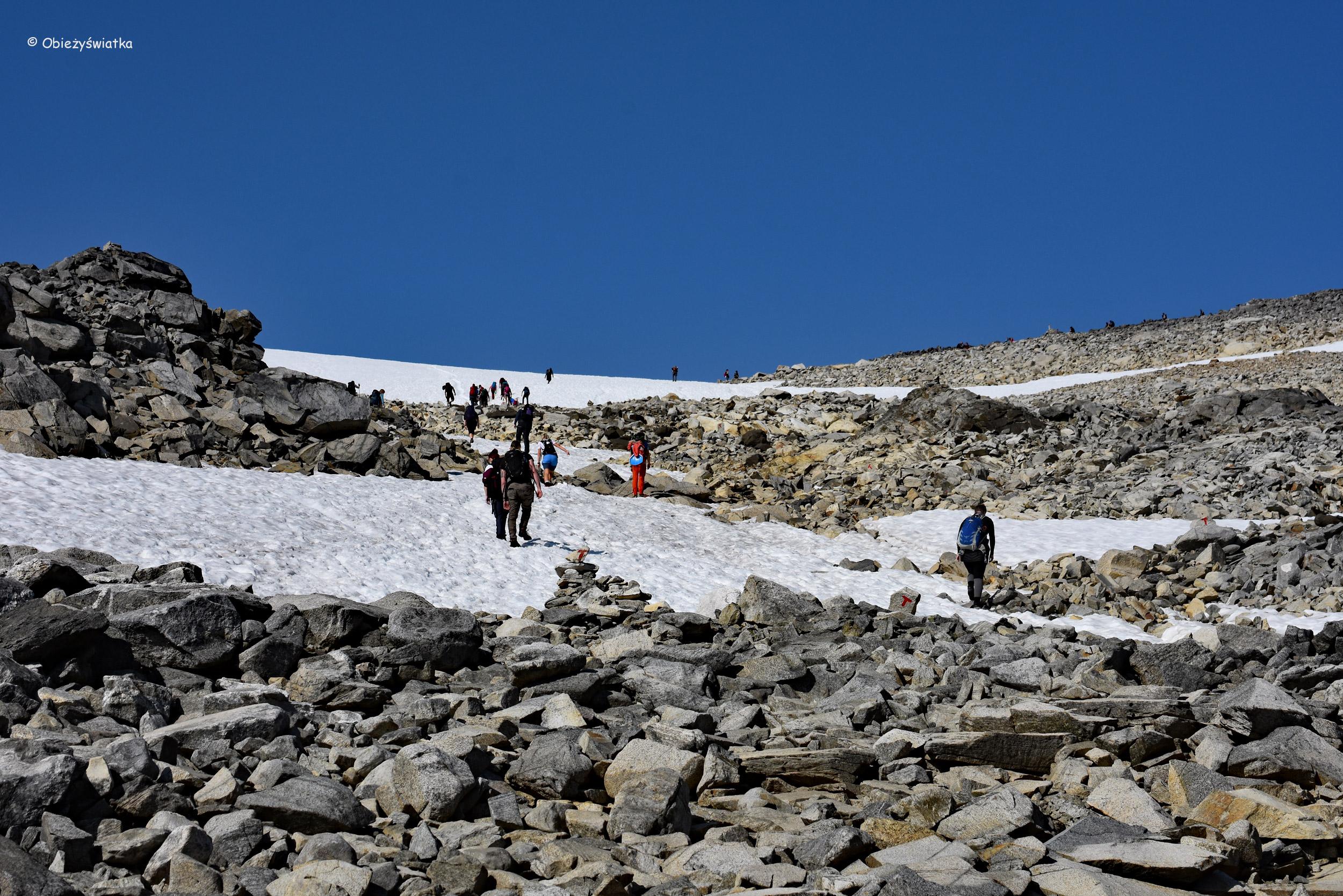 Kamienie i śnieg