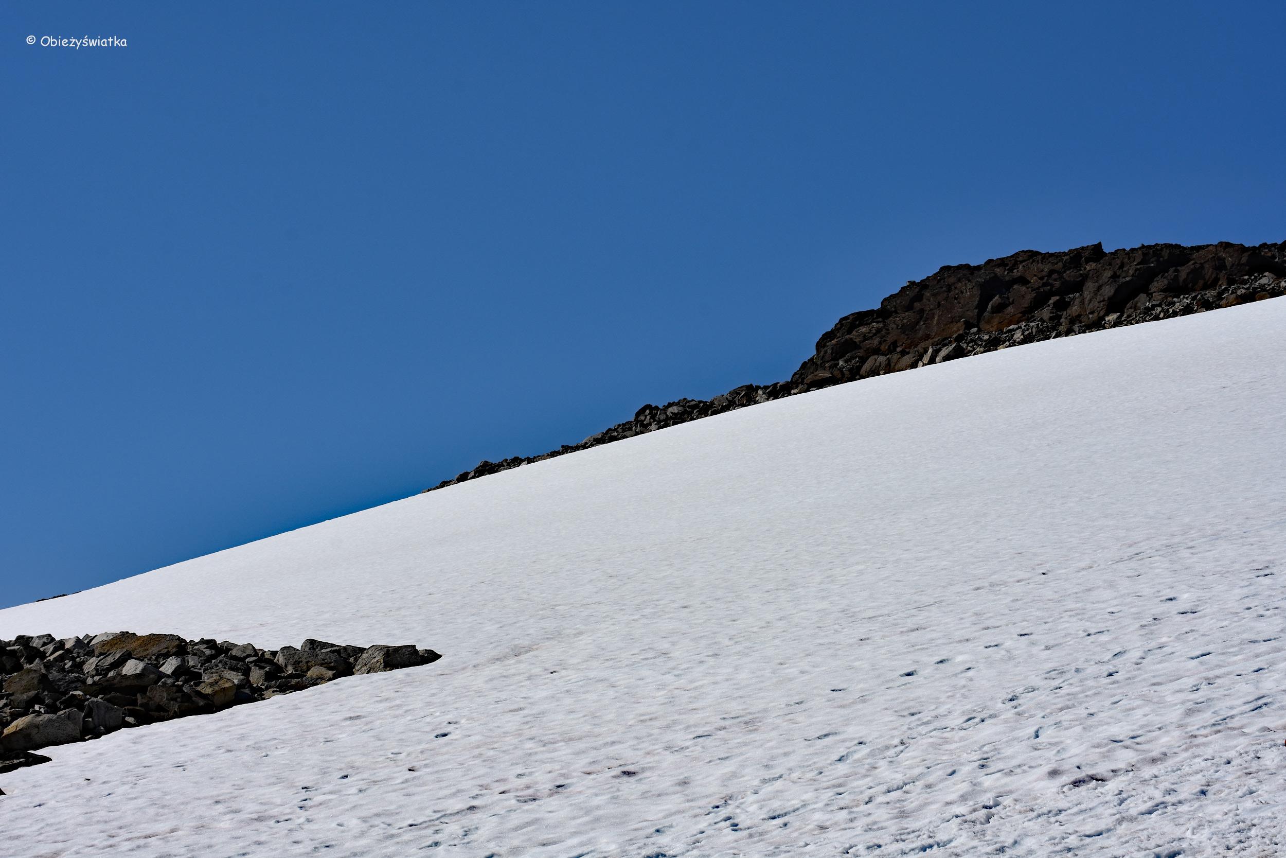 Pola śniegowe na szlaku