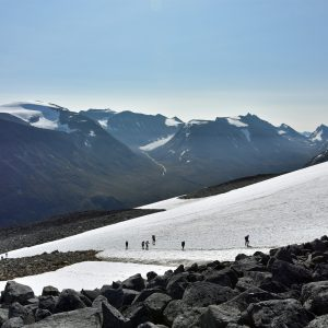 Szlak na Galdhopiggen - kamienie i śnieg