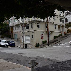 Tam, gdzie krzyżują się strome ulice San Francisco....