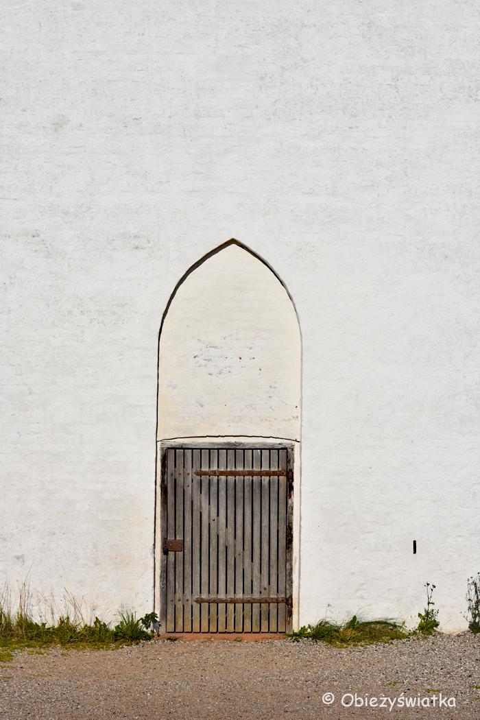 Zasypany kościół w Skagen - jeden z portali