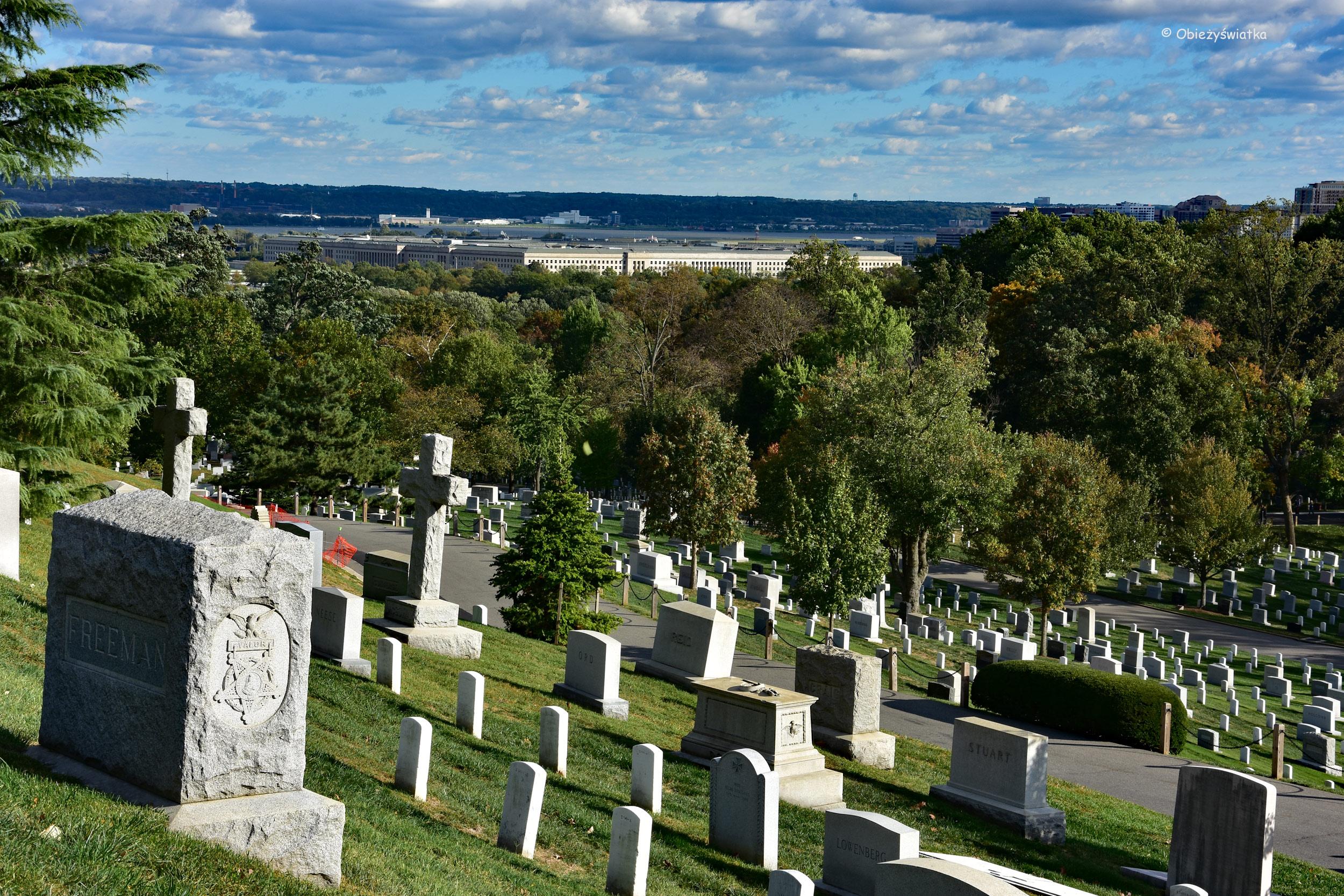 Cmentarz Narodowy w Arlington - w tle Pentagon