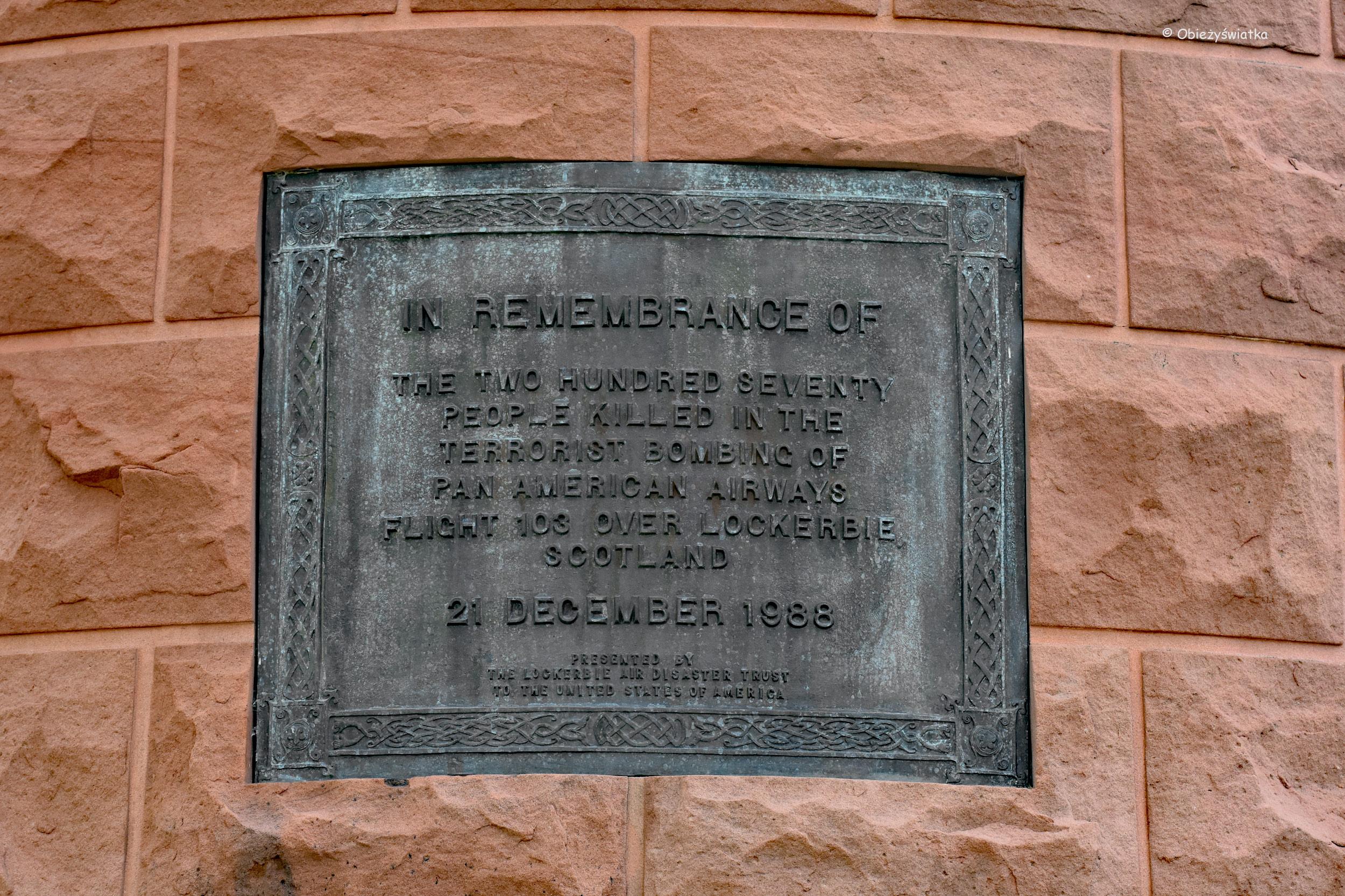 Tablica upamiętniająca katastrofę samolotu Pan Am nad Lockerbie - Cmentarz Narodowy w Arlington