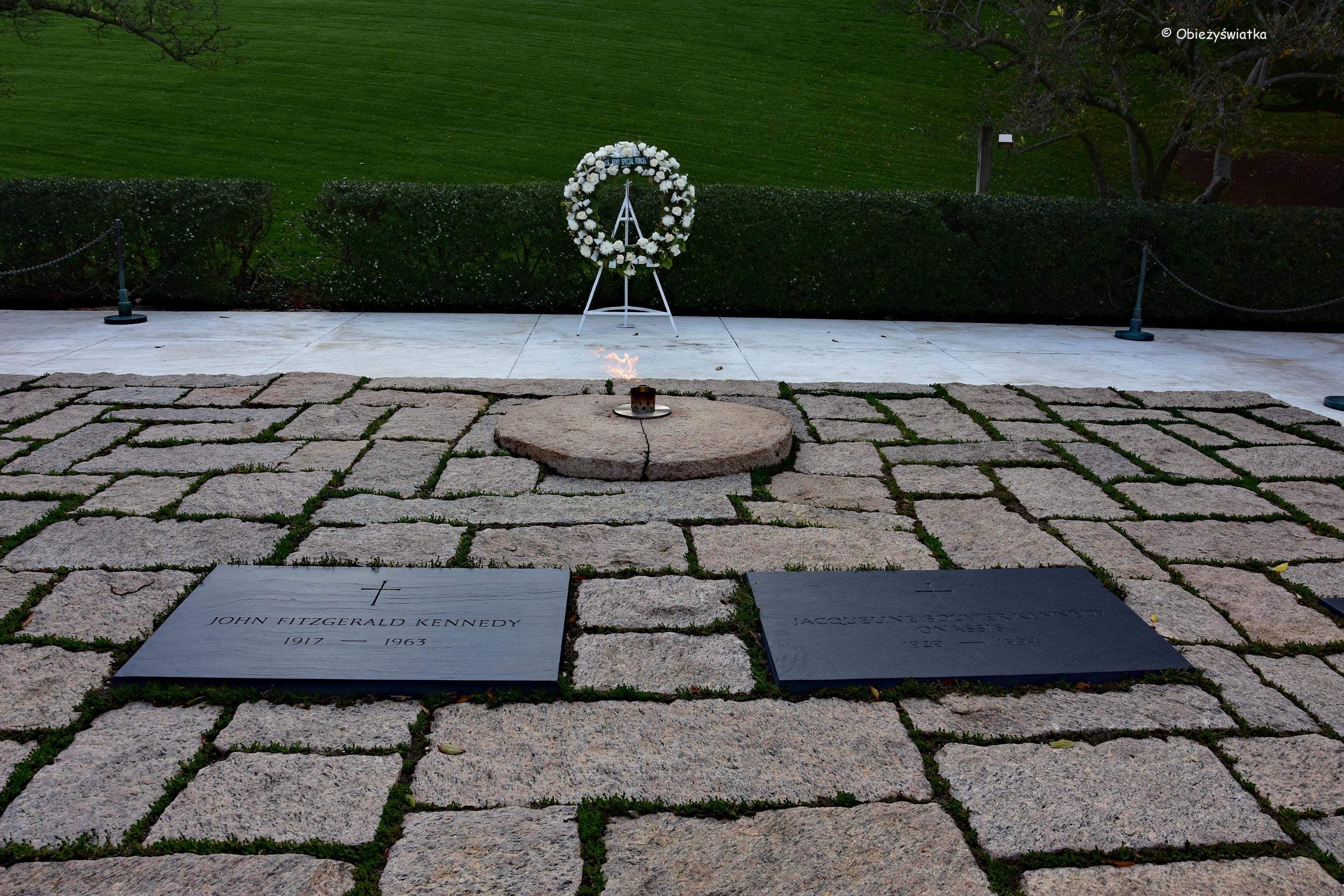 Grób pary prezydenckiej - Johns Fitzgeralda Kennedy'ego i Jackie Kennedy