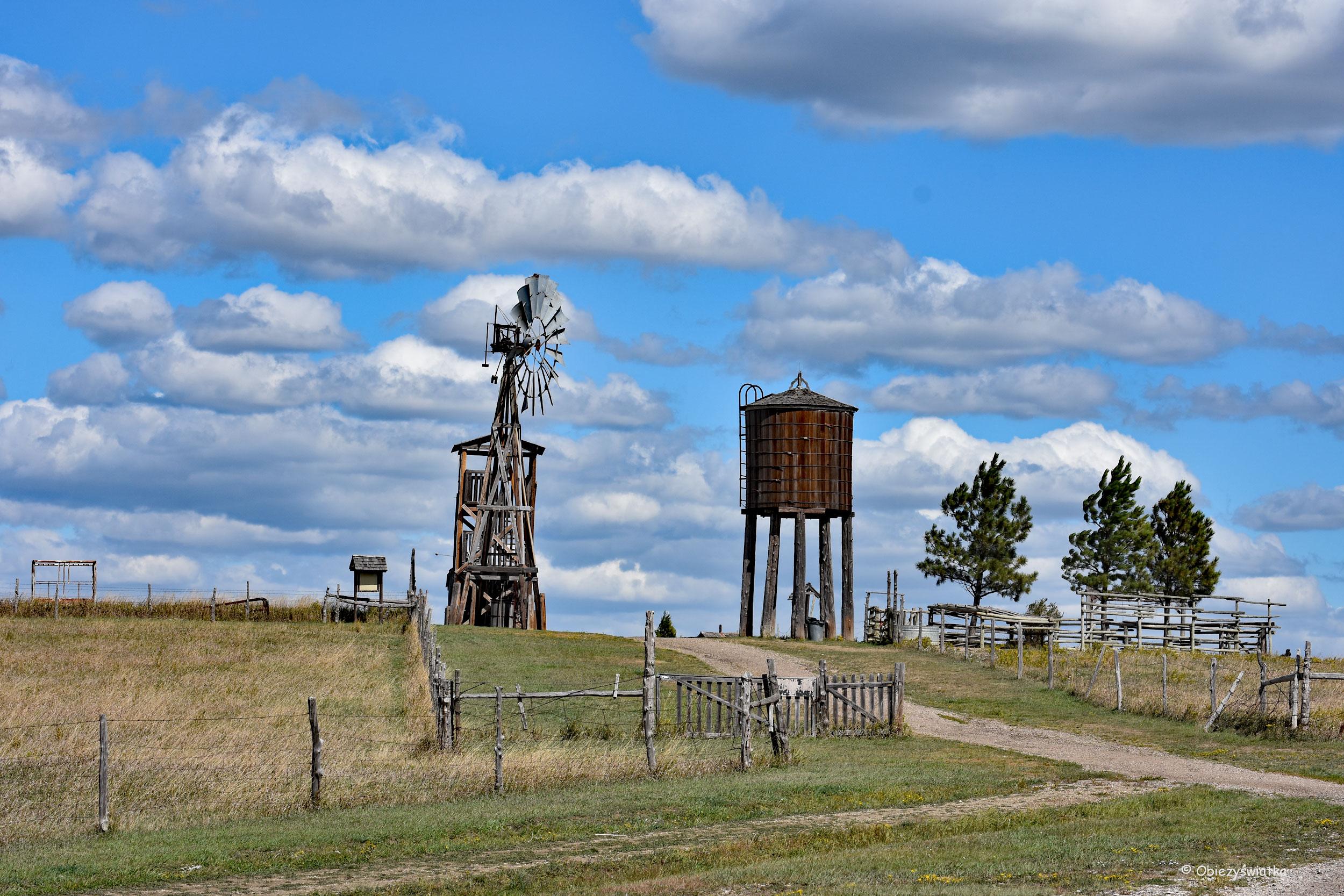 Wieża ciśnień - typowy element amerykańskiego krajobrazu, dawniej i dzisiaj