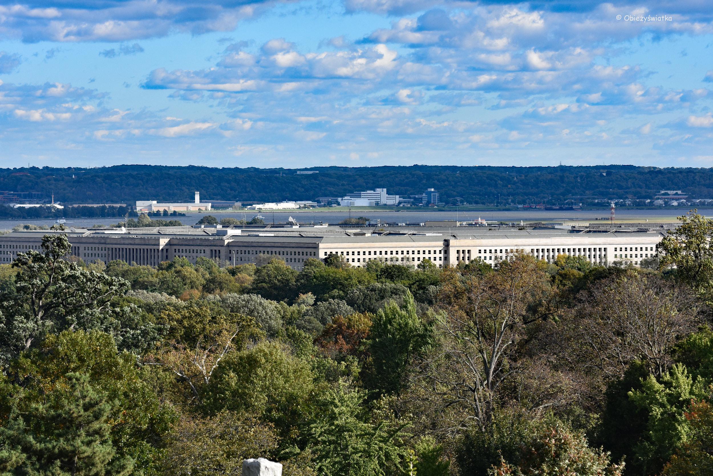 Pentagon - widziany z Cmentarza Narodowego w Arlington