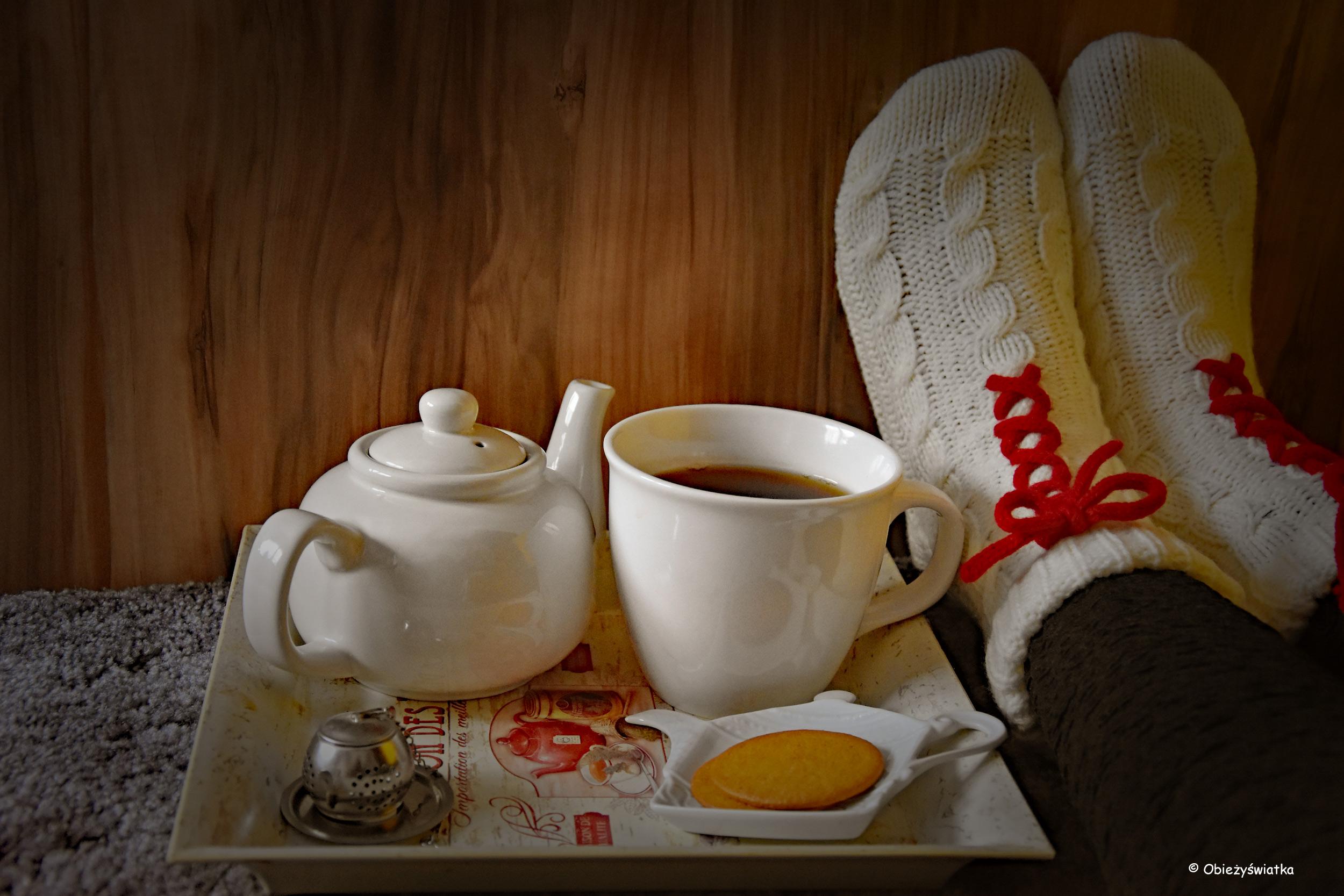 Dobra herbata, ciasteczka i ciepłe skarpetki - pomysł na zimowe popołudnie