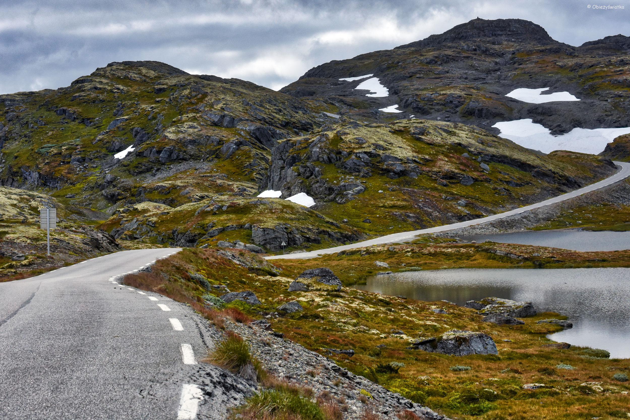 Surowy krajobraz Aurlandsfjellet, Norwegia