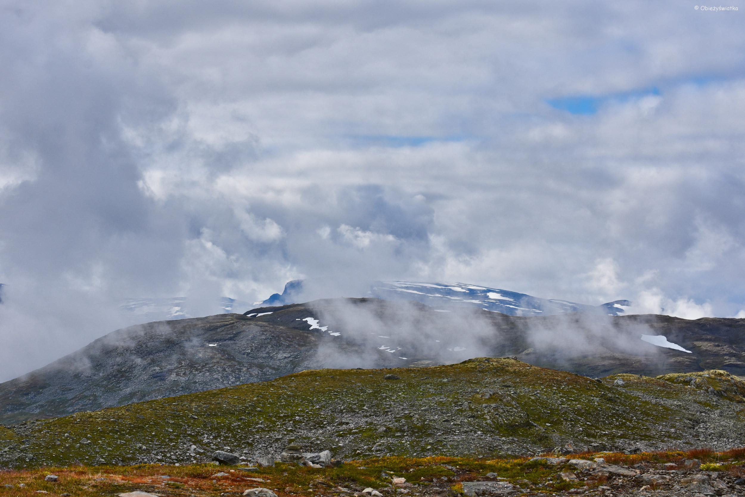 Góry, chmury i puste przestrzenie...